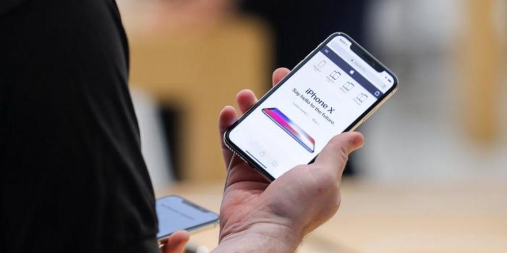 Apple, abbasserà i prezzi dell'iPhone in alcuni Paesi