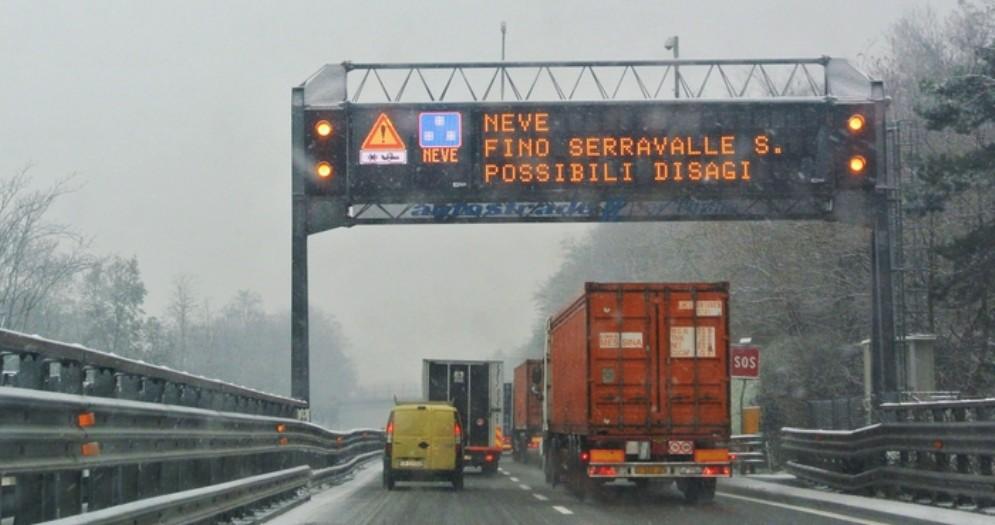 Maxi tamponamento sulla A12 tra Rapallo e Chiavari per la grandine