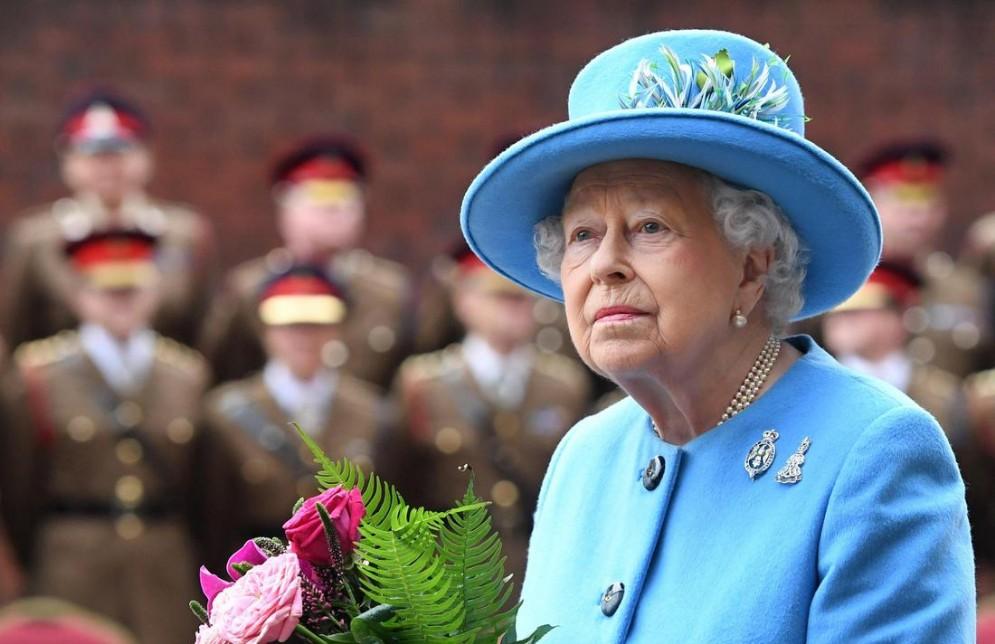 Brexit, piano di fuga per la Regina: «Se ci sarà caos, Reali via da Londra»