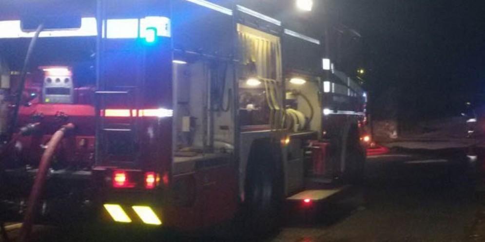 Scoppia la tv e la stanza va a fuoco: soccorsa 91enne