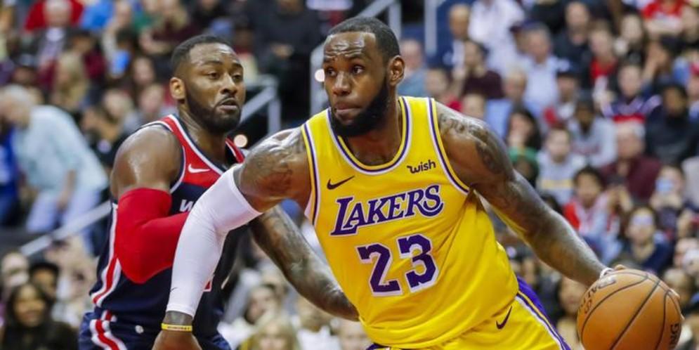 Lebron James con la maglia dei Los Angeles Lakers