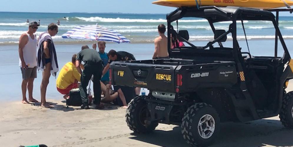Surfista friulano ferito alla gamba da una razza o da uno squalo