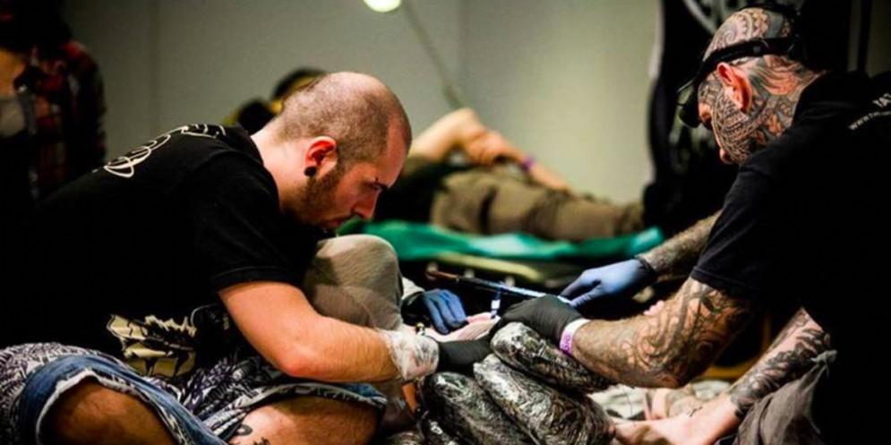 Boom di tatuatori in Fvg: sono 125 le imprese attive