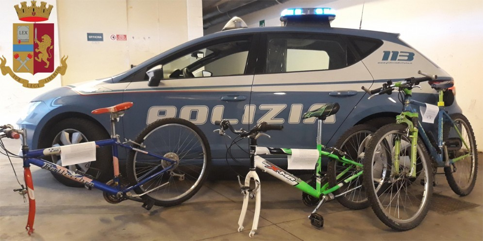 Sorpreso a rubare due biciclette: arrestato 28enne