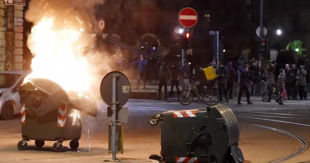 Rogo a Torino, crolla capannone del carcere dopo il lancio di petardi