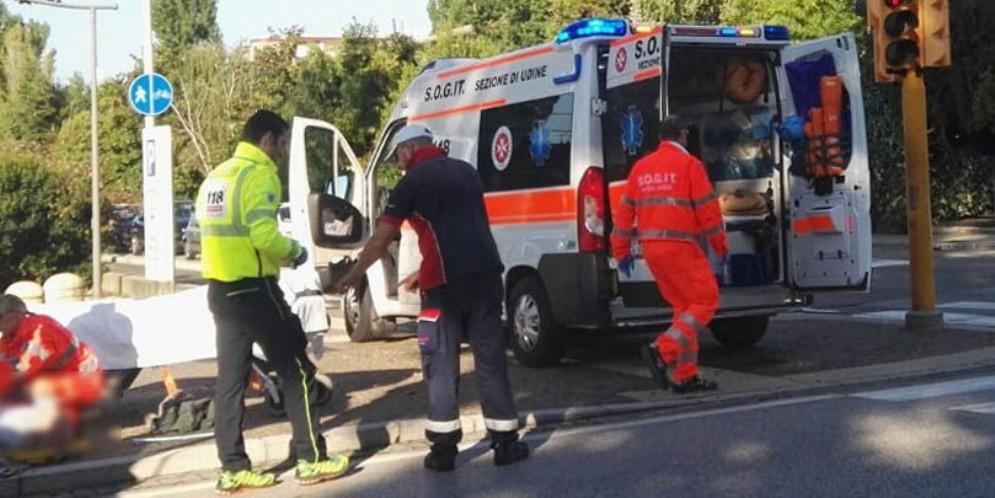 Ciclista investita in piazzale Cella e due minori feriti in via Lumignacco