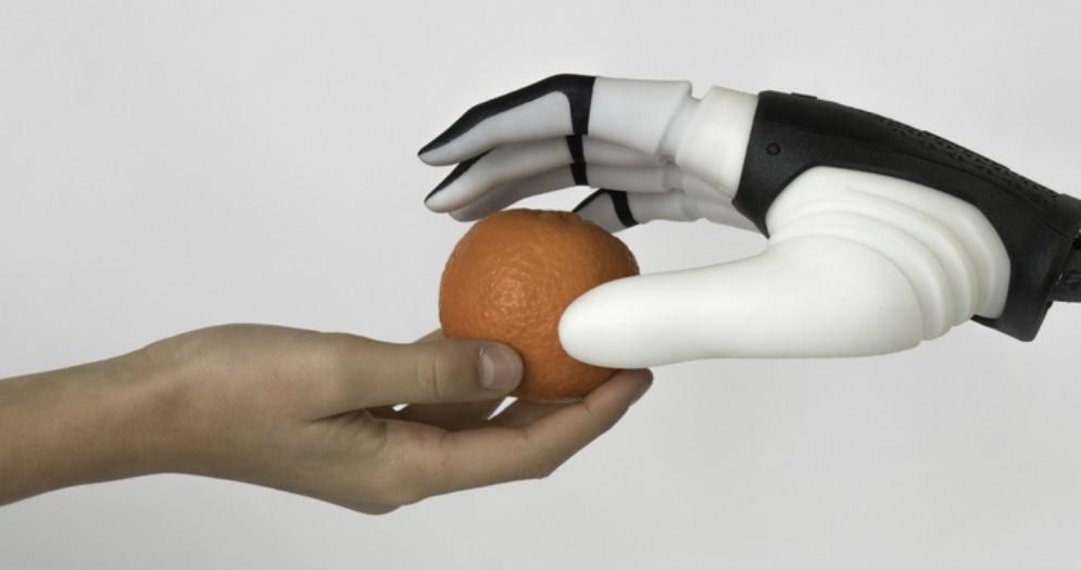 Scambio oggetti tra uomo e robot sempre più naturale