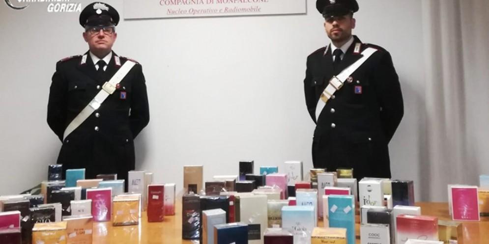 Vendono profumi contraffatti a un esercente di Ronchi: arrestati