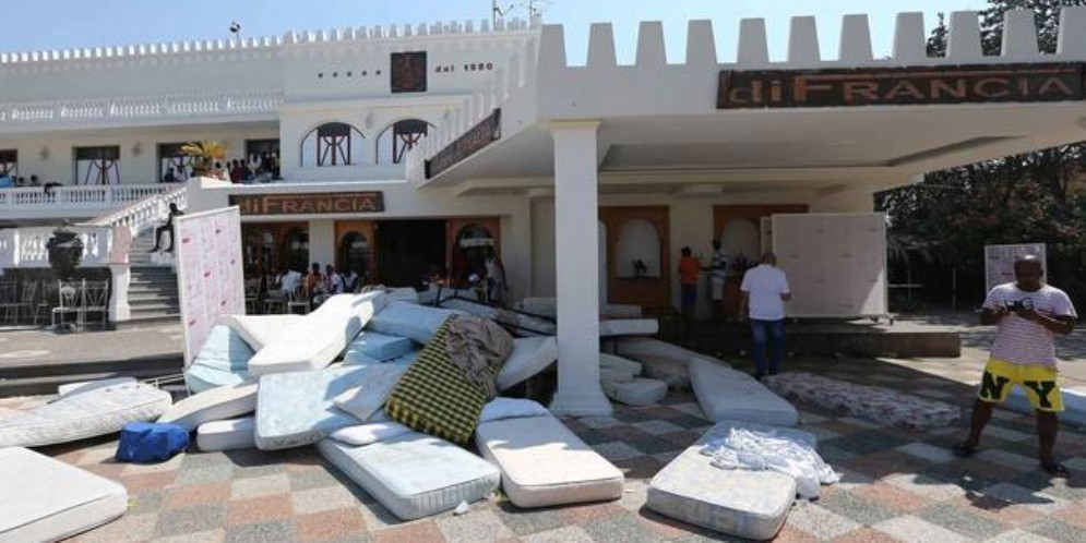 Migranti negli alberghi: sarà il Consiglio comunale a dare il via libera