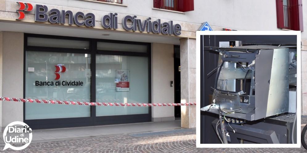 Doppio colpo agli sportelli bancomatin Friuli: bottino ingente