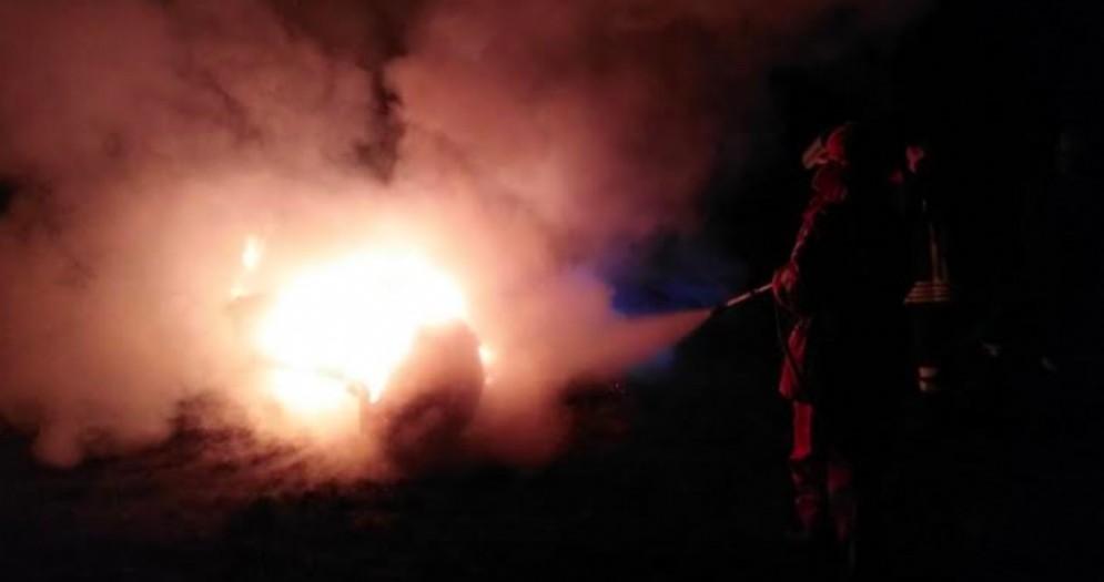 Incendio di pneumatici a Laipacco: intervento della Protezione civile comunale