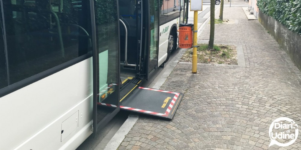 Nuova fermata a misura di disabile in via Napoli: è la sedicesima in città