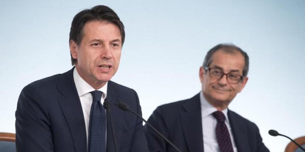 Il Premier Conte con il Ministro dell'Economia, Tria