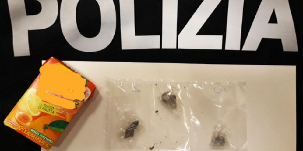 Controlli antidroga al terminal studenti: trovati 4 grammi di hashish
