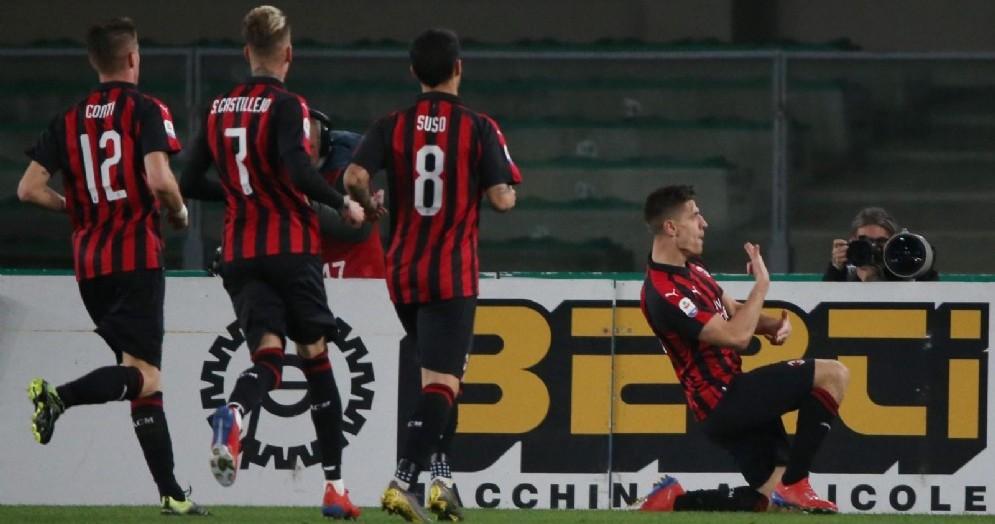 L'esultanza di Piatek dopo il gol del vantaggio rossonero