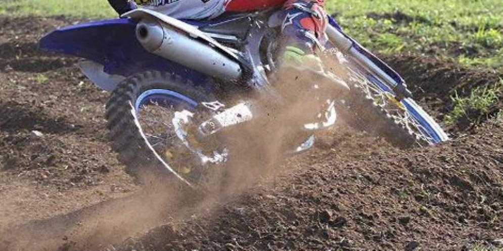 Incidente sulla pista di motocross: ferito un 21enne