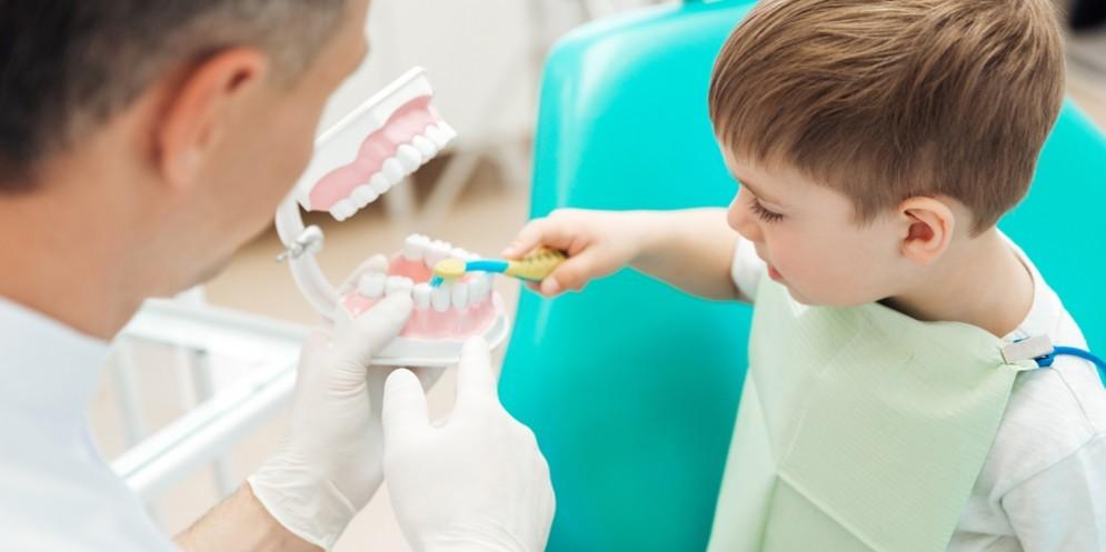 Esercizio abusivo della professione: sequestrato uno studio odontoiatrico