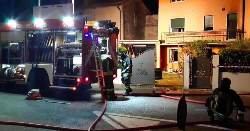 A fuoco una casa di Rivolto: due bambini finiscono in ospedale