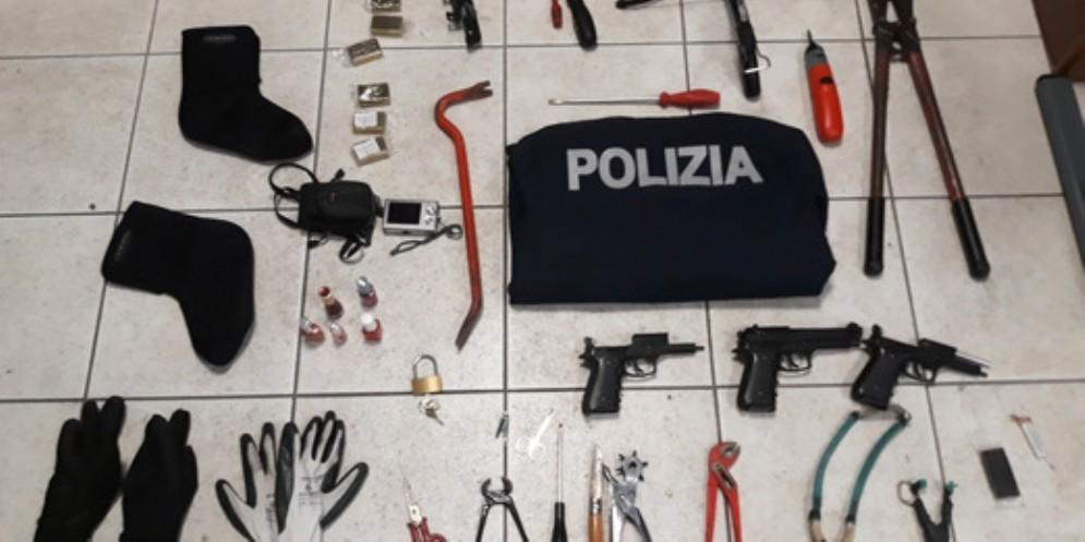 Kit per i furti in un casolare abbandonato di via Molin Nuovo: arrestato un albanese