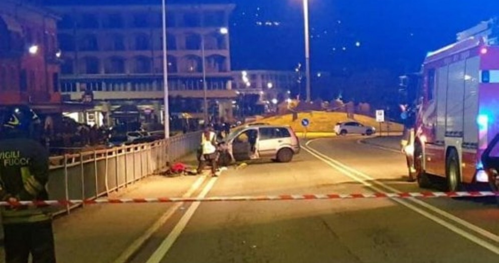 Verbania, famiglia travolta da un'auto mentre passeggia sul marciapede: un morto e tre feriti