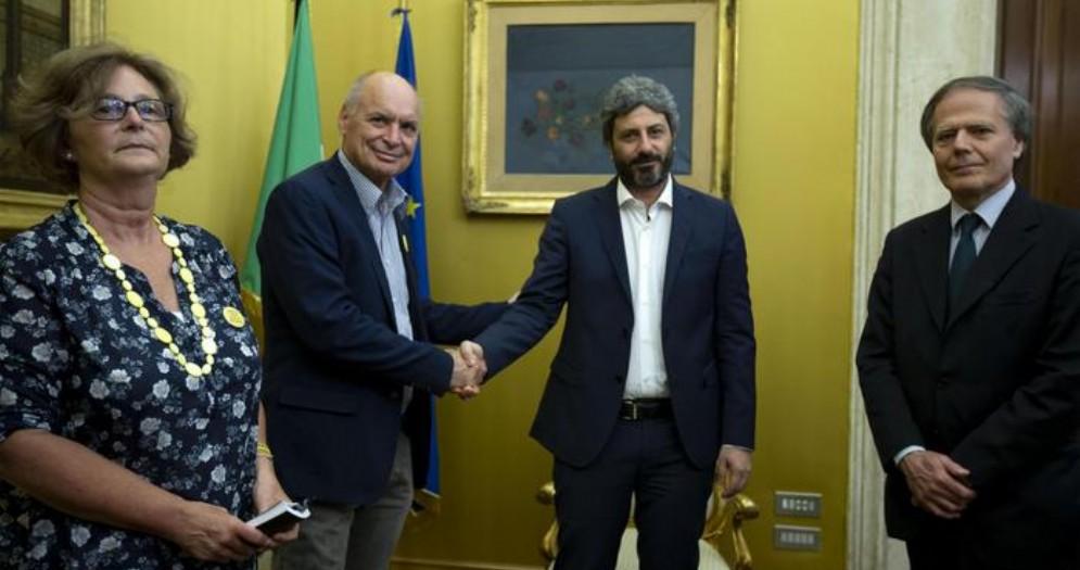 Il Presidente della Camera, Roberto Fico, con i genitori di Giulio Regeni e il Ministro degli Esteri, Moavero