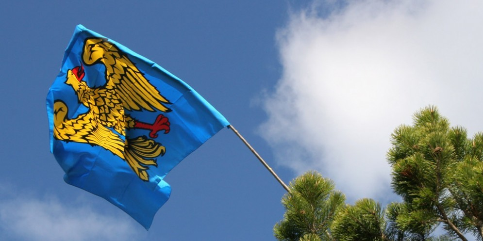 La bandiera del Friuli non entra allo stadio: è polemica