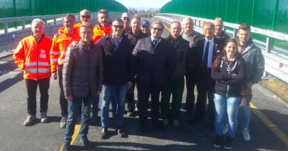 Taglio del nastro per il nuovo cavalcavia della strada comunale Fauglis-Torviscosa