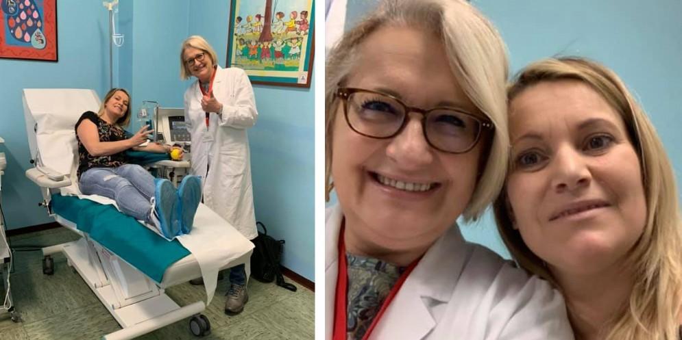 Gloria che dona sangue insieme alla dottoressa Gallizia