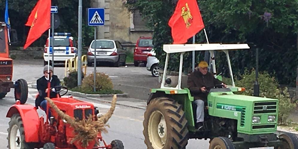 Agricoltori in piazza: oltre 150 trattori sfilano per Udine