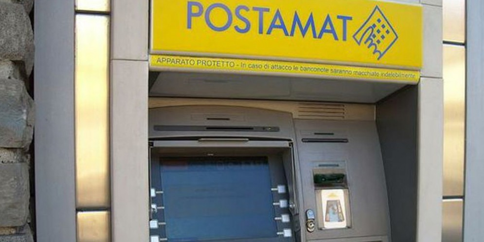 Ennesima truffa del Postamat: prosciugato il conto con 4.500 euro