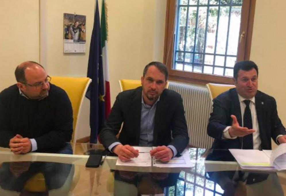 Il Pd contro l'assessore Gibelli: «Non conosce il territorio e penalizza le associazioni»