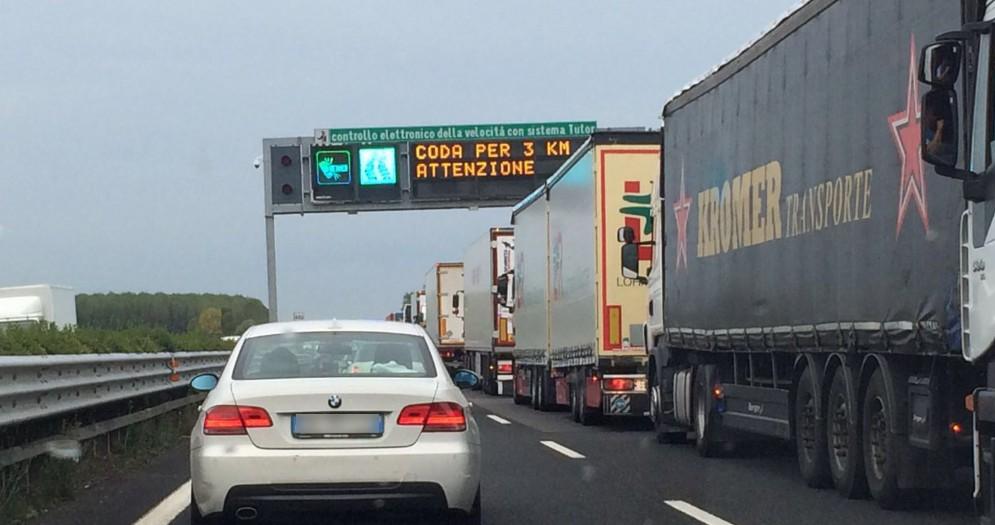 A4, giornata di traffico intenso per le festività pasquali