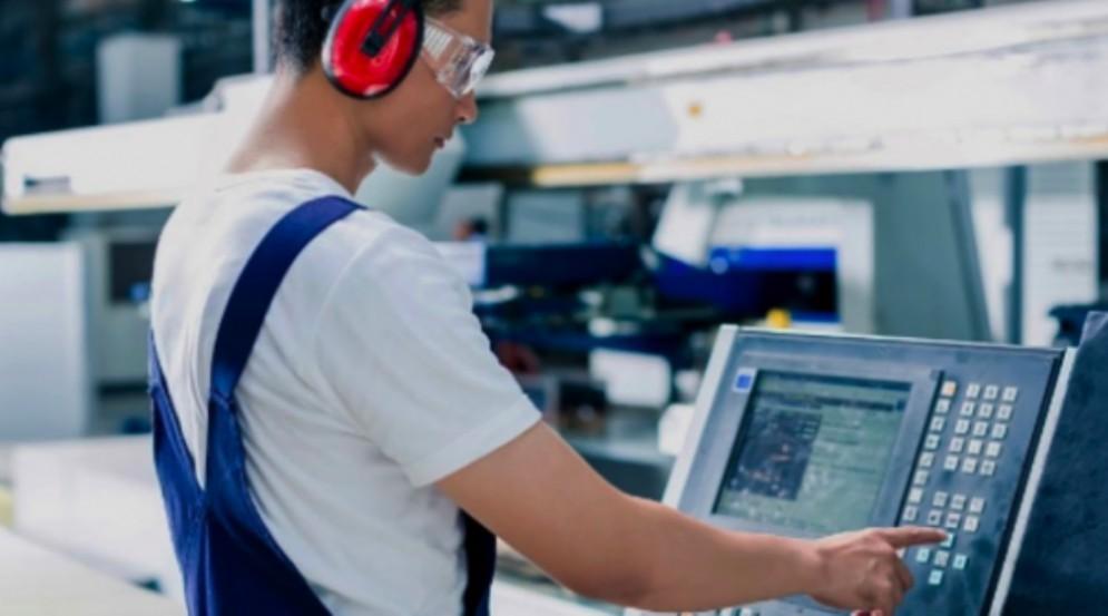 Lavoro, 10 aziende friulane cercano operatori Computer Numerical Control