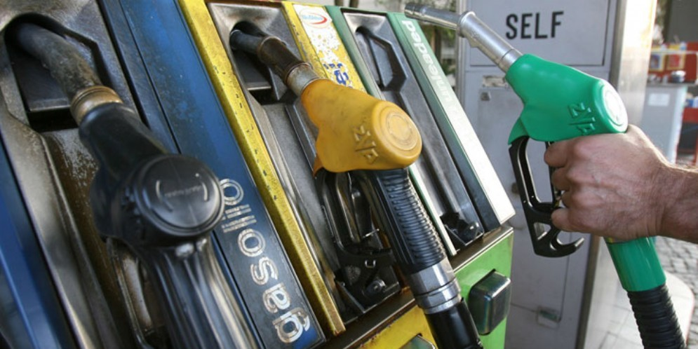 Cresce il costo dei carburanti: Shaurli attacca Fedriga