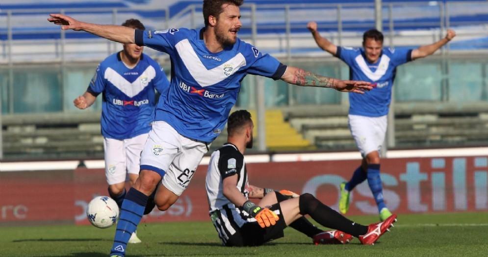 Il Brescia festeggia il ritorno in serie A dopo 8 anni di B