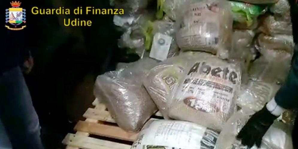 Contrabbandavano pellet: sequestrati beni per 3,5 milioni di euro