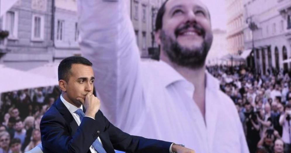 Luigi Di Maio con sullo sfondo Matteo Salvini