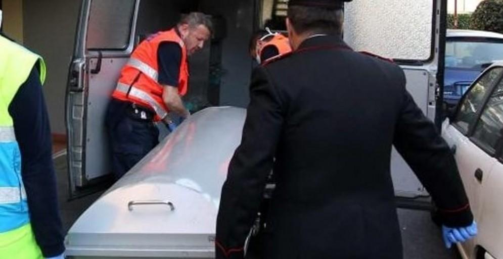 Trovato nel bagagliaio di un'auto il corpo mummificato di una donna