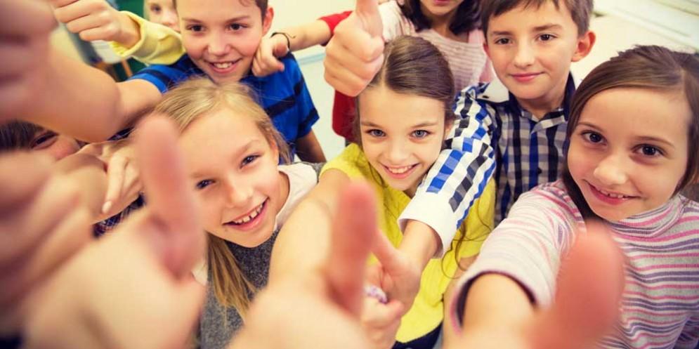 Niente foto di gruppo in classe per la privacy degli alunni: è polemica