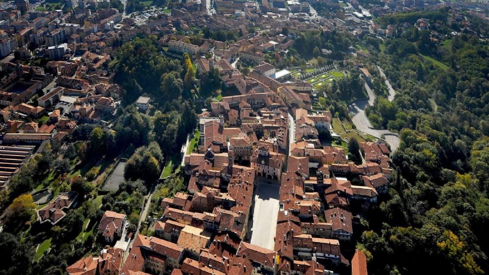 Biella vista dall'alto tramite il borgo del Piazzo