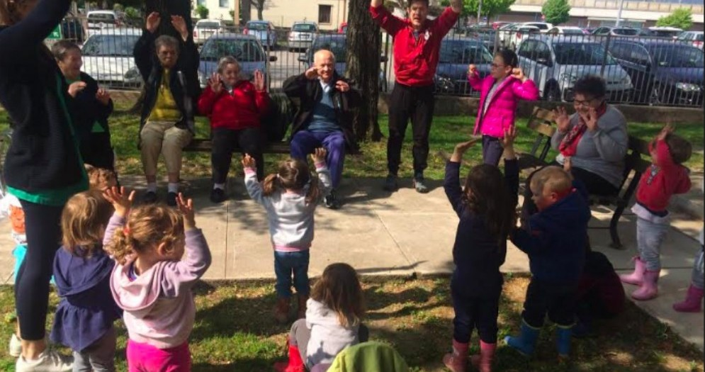 I nonni di Sereni Orizzonti tornano all'asilo