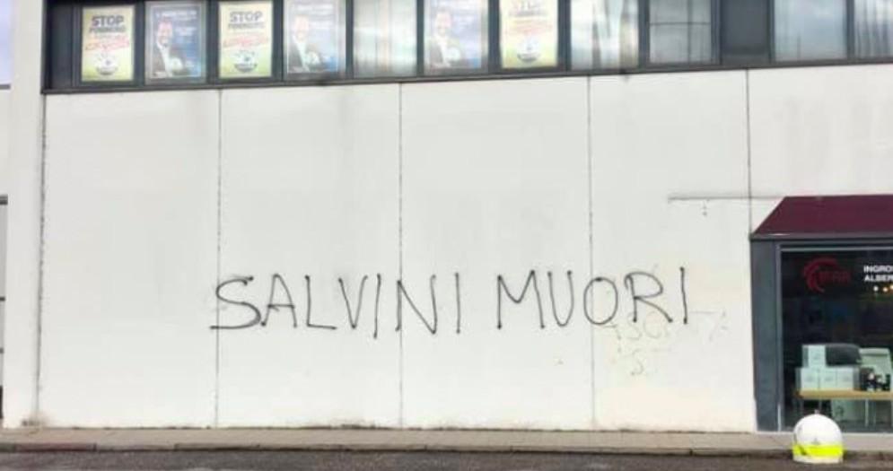 Scritta contro Salvini nella sede della Lega friulana