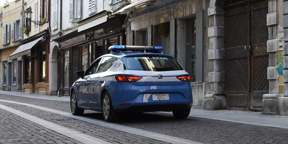 Martello e cacciaviti occultati in macchina, denunciati due cittadini rumeni