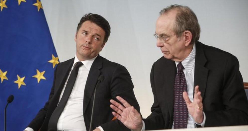 Matteo Renzi con l'ex Ministro dell'Economia, Pier Carlo Padoan