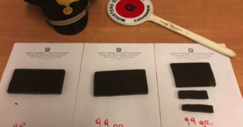 Nasconde la droga in un cespuglio: scoperto e arrestato dai carabinieri