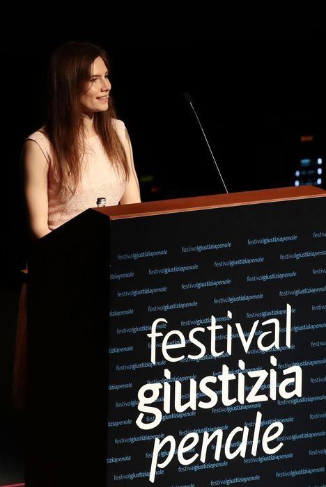 Amanda Knox durante il suo intervento al Festival di Modena