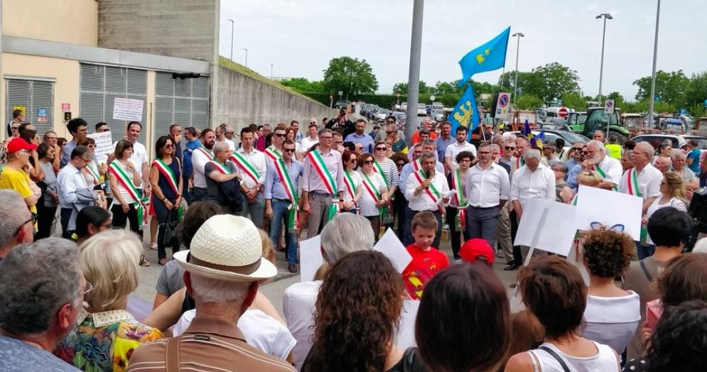 Difesa del punto nascita di Palmanova: 2 mila persone e 23 sindaci in piazza