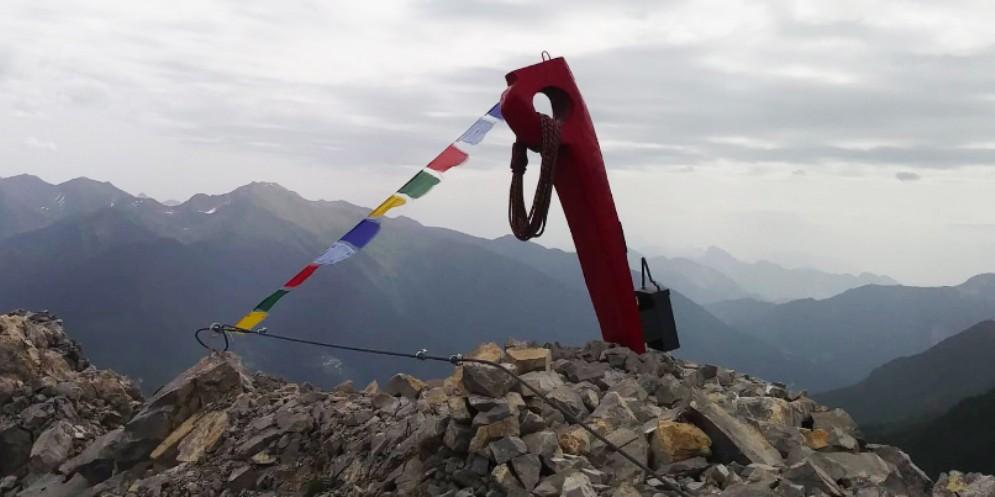 Un grande chiodo sulla vetta del monte Tuglia per ricordare Carlo Ceconi