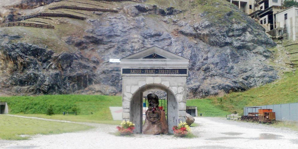 Cave del Predil sarà bonificata con piante in grado di assorbire gli agenti chimici