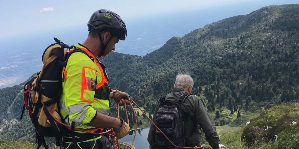 Escursionista sorpreso dal temporale e salvato dal Cnsas